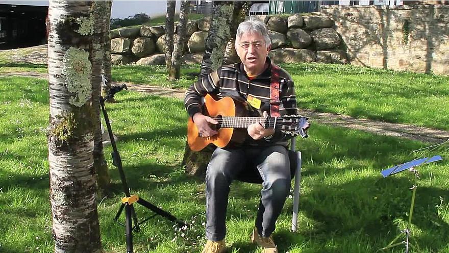 TV-EHPAD24 - Petit tour de chant en patois avec Patrick Ratineaud